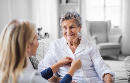 Pflege, gestalte Deine berufliche Zukunft, Pflegekraft, Pflegepatient